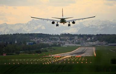"""ფრენების გაზრდილი რაოდენობა შპს """"საქაერონავიგაციას"""" ახალი გამოწვევების წინაშე აყენებს"""